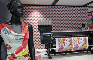 Mimaki hybrid printer draws in the crowds at ITMA 2019